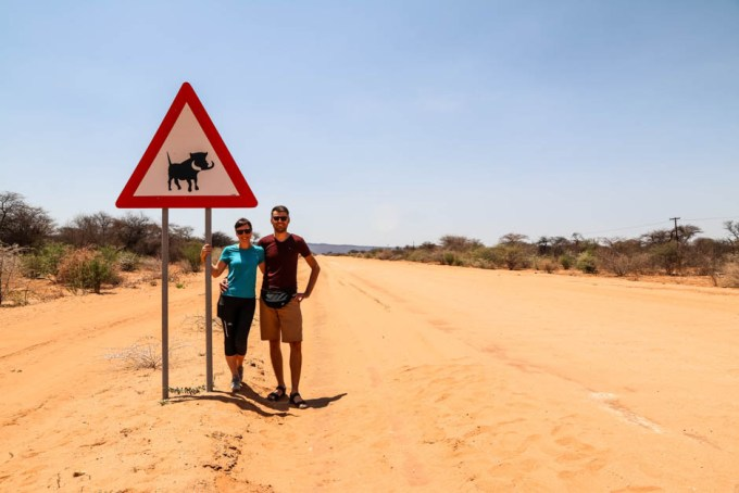 Znak uwaga guźce Namibia