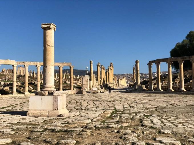 Jerash forum z kolumnami