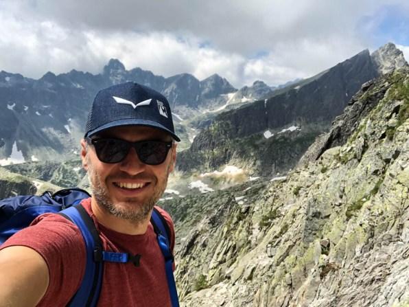 Widok za przełęczą Czerwona Ławka