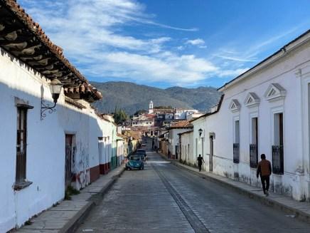 San Cristóbal de las Casas kościołek i góry
