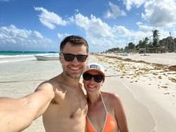 Tulum na plaży z białym piaskiem