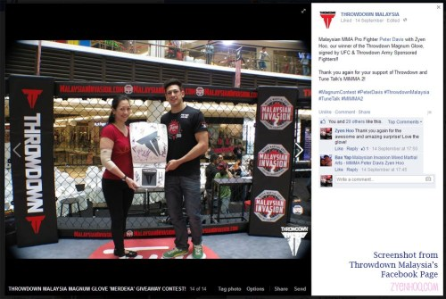 Throwdown Malaysia's Facebook page showing me receiving the gift from Peter Davis