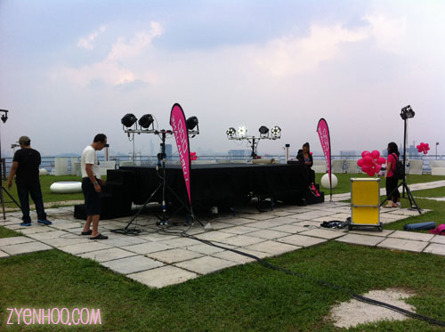 The stage set up in the middle of the Roof