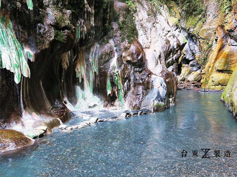 【台東旅遊】栗松溫泉:台灣最美的野溪溫泉,白煙氤氳,山谷間藏如翡翠般的靜謐時光。