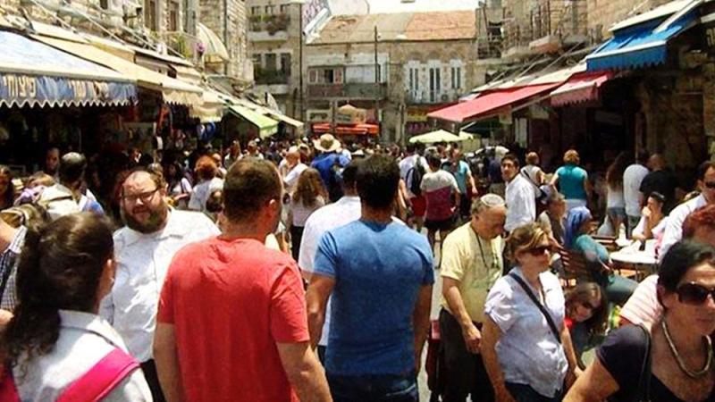 Israelis shopping at the Mahane Yehuda - Shuk Photo Credit: CBN News