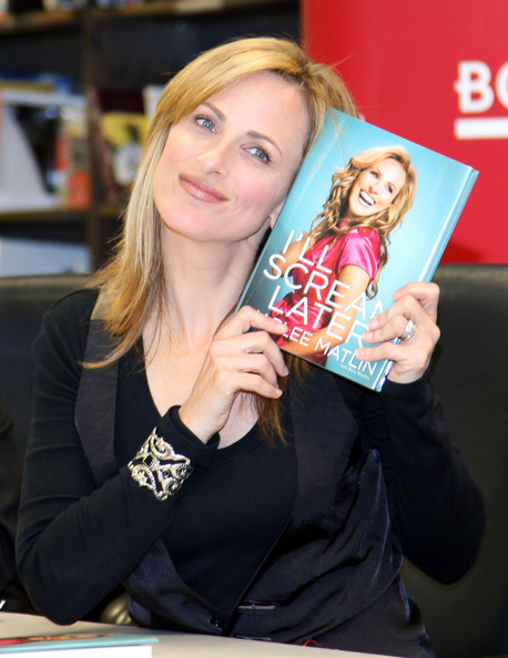 "Marlee Matlin - Marlee Matlin Signs Copies Of ""I'll Scream Later"""