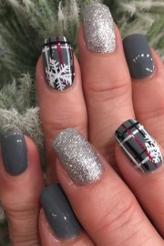 plaid & glitter nails - holiday