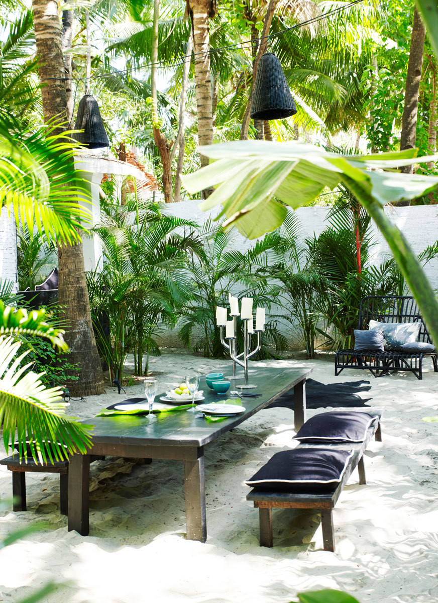 Tropical Outdoor Dining