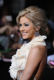 pics of julianne hough messy