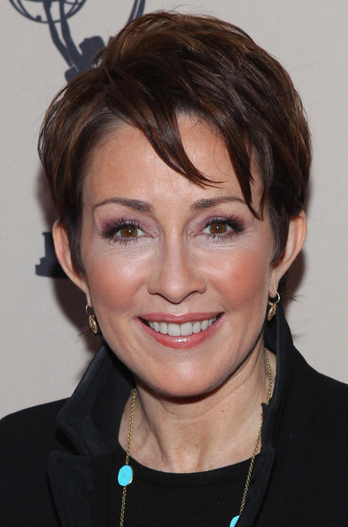 Patricia Heaton Layered Razor Cut Short Hairstyles Lookbook