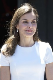 queen letizia of spain long wavy