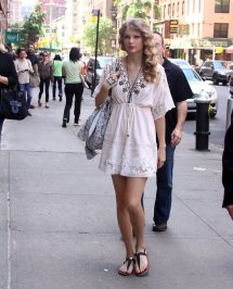 Pics Of Taylor Swift Thong Sandals 12 20