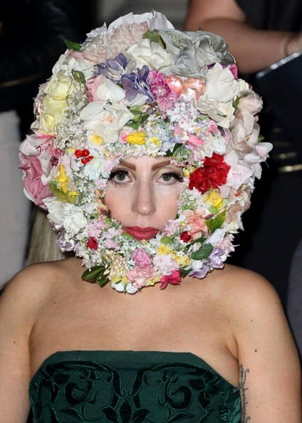 lady gaga wears flowers