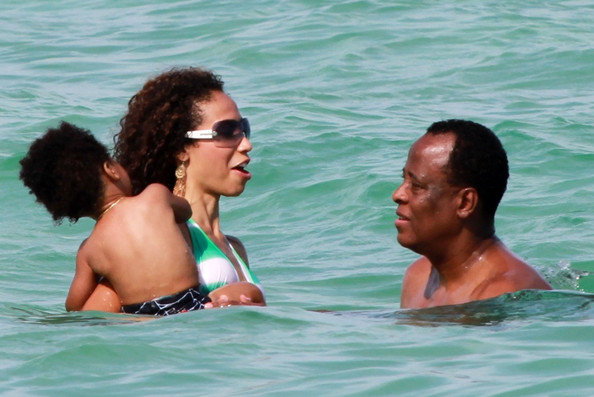 Dr. Conrad Murray continues his Miami vacation with girlfriend Nicole Alvarez and their son as they break away from their hotel pool to take a dip in the ocean.