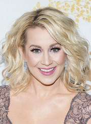 kellie pickler shoulder length