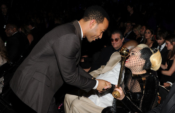 http://www1.pictures.zimbio.com/gi/54th+Annual+GRAMMY+Awards+Backstage+Audience+KXf9A2XMkr4l.jpg