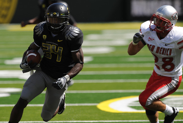 Running back Kenjon Barner #24 of the Oregon Ducks turns the corner on safety Bubba Forrest #28 of the New Mexico Lobos and scores a touchdown in the first quarter of the game at Autzen Stadium on September 4, 2010 in Eugene, Oregon.