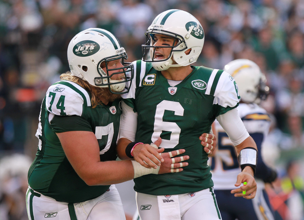 Nick Mangold believes Mark Sanchez gives the Jets the best chance to win right now.