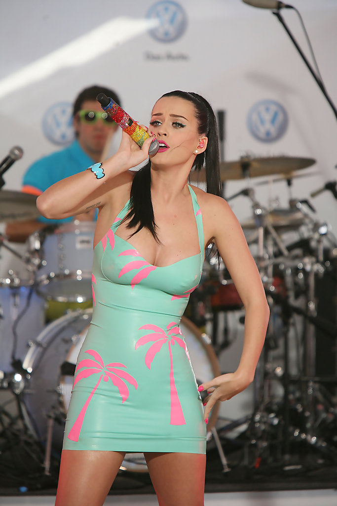 Katy Perry in Katy Perry Performs in Times Square  Zimbio