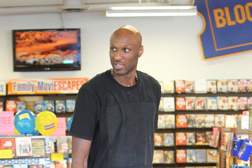 Lamar Odom Goes to Blockbuster