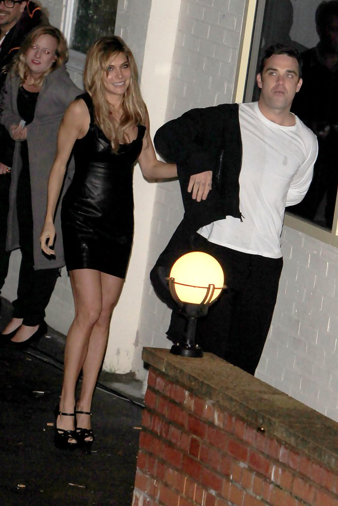 Ayda Field In Robbie WIlliams And Ayda Field At Fountain