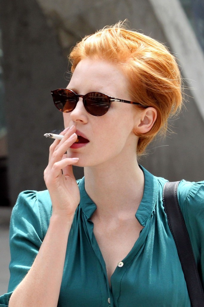 Short Haired Jessica Chastain Rocks An Aqua Colored Dress