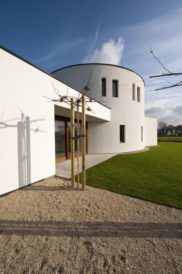 The facade of Villa Dalí opens up to the garden. , Image Courtesy ©  Christiaan de Bruijne