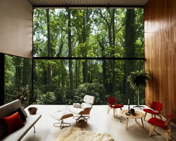 Eero Saarinen, Charles Eames, and Ray Eames' Case Study House No. 8 as experienced on the property., Image Courtesy ©  REX