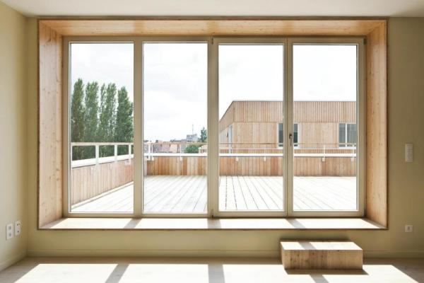 See-through-towards-roofterrace-from-the-interior-of-the-dwelling, Image Courtesy © Ilse Liekens