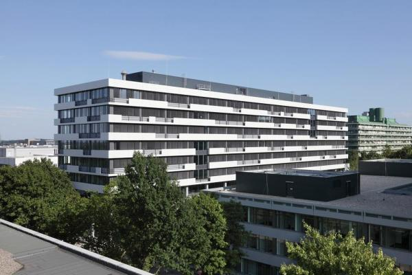 The horizontal structure of the façade of the IC-building has been maintained, Image Courtesy © Hans-Jürgen Landes