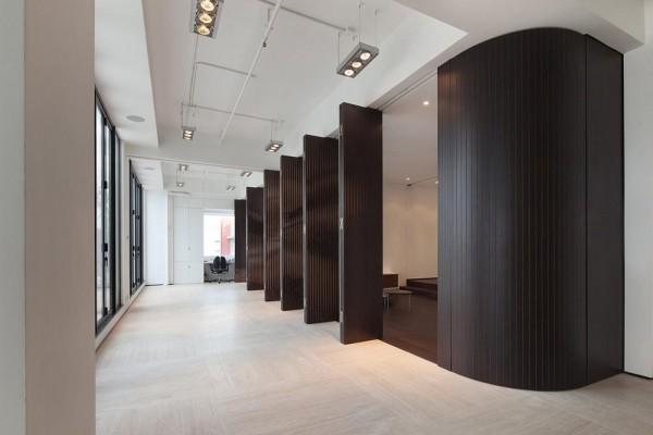 Meeting area, Image Courtesy © Dennis Lo Designs