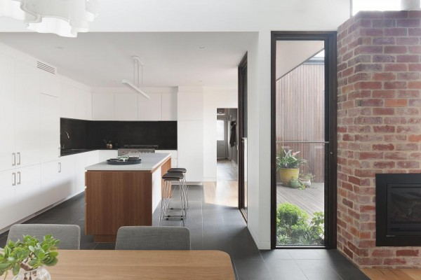Finishes creating depth, thermal mass and warmth in the living spaces, Image Courtesy © STEFFEN WELSCH ARCHITECTS