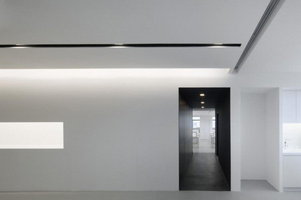 WHITE walls punctuated by light niches and BLACK Gallery, Image Courtesy © Jeremy San Tze Ning
