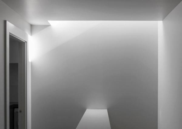 Skylight in stairwell, Image Courtesy © B.E ARCHITECTURE