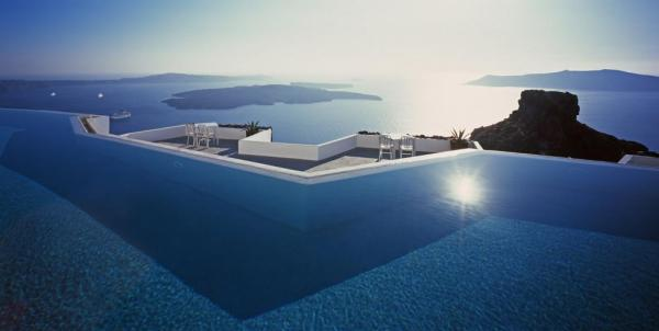 View from the infinitypool overlooking the sea, Image Courtesy © Erieta Attali
