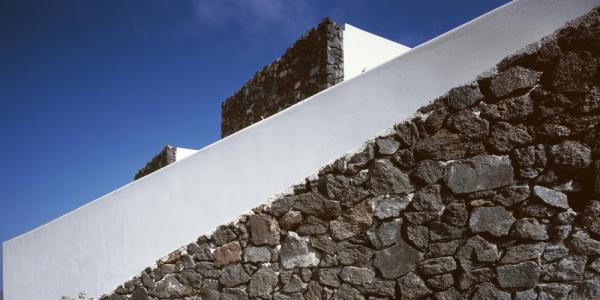 Stone walls inspired by traditional techniques, Image Courtesy © Erieta Attali