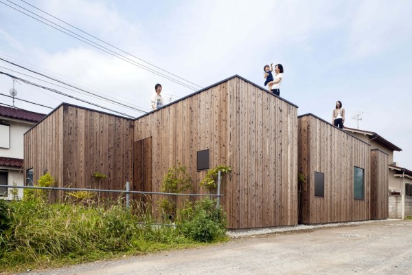 Building facades from major approaches., Image Courtesy © Toshihiro Sobajima