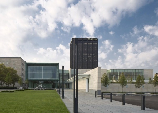 View of the northern entrance to the Columbus Museum of Art and the new Margaret M. Walter Wing. The cinematic facades on the upper level afford a view of the galleries at the left of the picture. The Special Event Pavilion and terrace overlooking the sculpture garden can be seen at the right of the picture, Image Courtesy © Brad Feinknopf