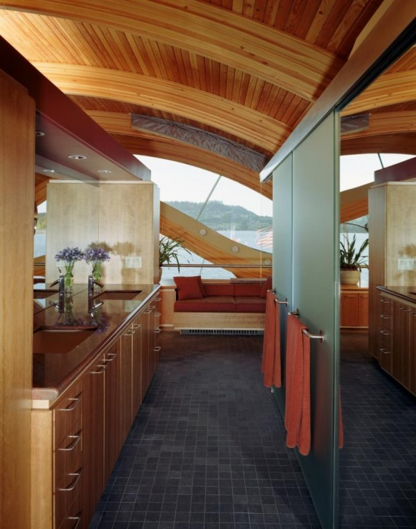 Looking through the Master Bathroom out towards the river, Image Courtesy © Robert Harvey Oshatz, Architect