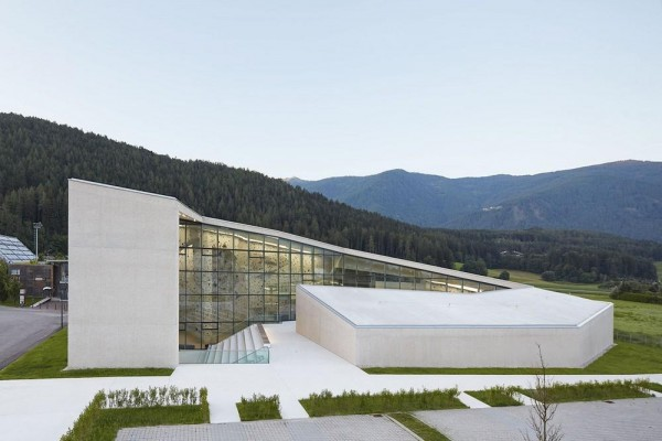 Overall view of the climbing centre from north, Image Courtesy © Rene Riller