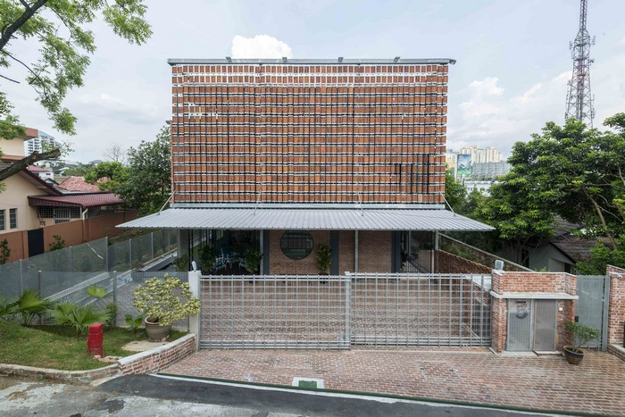 Clay Roof House In Selangor Malaysia By Drtan Lm Architect