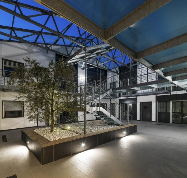 Night view of the internal courtyard, Image Courtesy © Paolo Belvedere