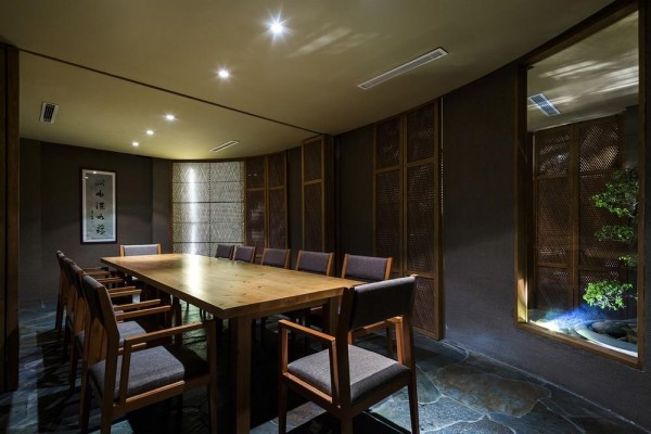 The bamboo wall harmonizes with other natural materials; wood and stone. The dining rooms host the enjoyment of quality food, offering the quiet spirit of handicraft and workmanship for guests, even in the middle of a busy city, Image Courtesy © Hiroyuki Oki