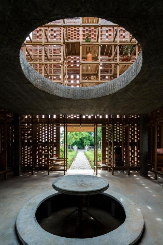 Interior and void, Image Courtesy © Oki Hiroyuki