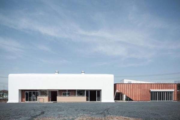 View of the south façade, Image Courtesy © Yasutaka Yoshimura