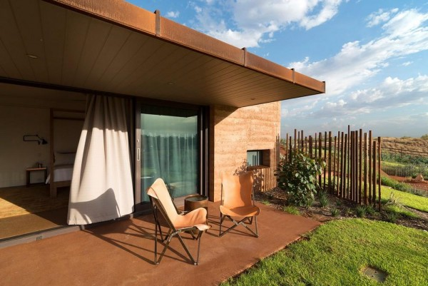 The deep awning roof is designed to keep the sun out during the hottest part of the day and invite the inhabitant to outside and enjoy the cool evening breeze, Image Courtesy © Edward Birch