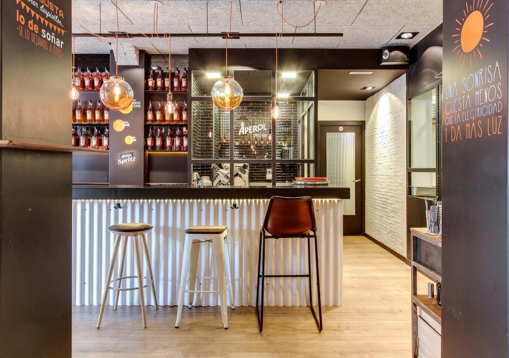 Aeccafe aperol spritz bar in barcelona spain by indastudio - Interior barra bar ...