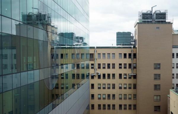 Operating St-Luc Hospital adjacent to the nearly completed Phase I, Image Courtesy © Yann Pocreau