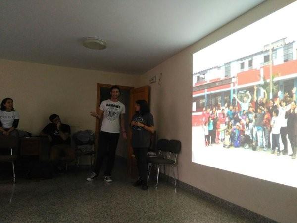 Mostrando fotografías de la experiencia de voluntariado.