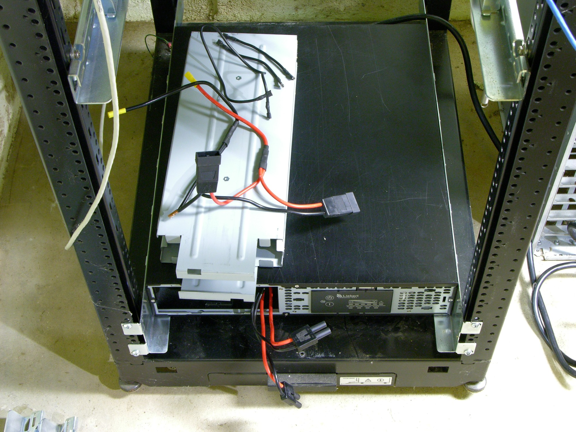 hight resolution of liebert gxt2 2000rt120 ups with battery cage disassembled
